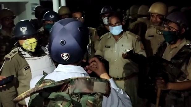 azamgarh gram pradhan murder, आजमगढ़: ग्राम प्रधान की गोली मारकर हत्या, गुस्साए लोगों ने पुलिस पर की पत्थरबाजी, फूंके वाहन