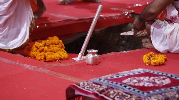 Ram Mandir Bhumi Pujan Live Updates, Ram Mandir Bhoomi Pujan: पीएम मोदी ने रखी राम मंदिर की आधारशिला, पढ़ें अब तक के Updates