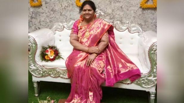 Karnataka man made silicon statue of wife, कर्नाटक: नए घर में कदम रखने से पहले पत्नी की मौत, पति ने तैयार कराया सिलिकॉन का पुतला