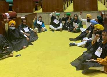कृषि कानून पर पंजाब विधानसभा में हंगामा, शिरोमणि अकाली दल-आप का जबर्दस्त प्रदर्शन