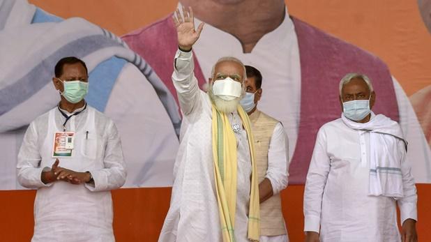 Photos: चुनावी रंग में डूबा बिहार, कुछ इस अंदाज में नजर आए दिग्गज