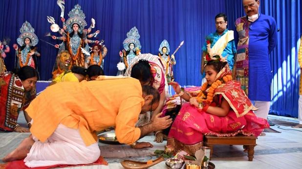 Photos: पूरे देश में नवरात्र की धूम, आम आदमी से लेकर खास हस्ती तक ने की शक्ति पूजा