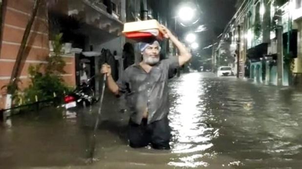 Photos: हैदराबाद में काल बनकर आई बारिश, 'जल प्रलय' का खौफनाक मंजर
