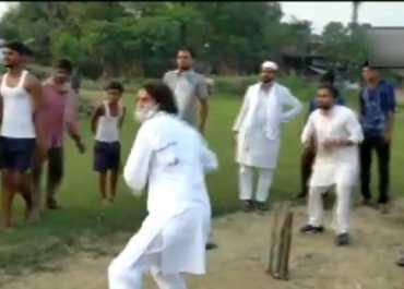 Bihar election 2020: चुनाव प्रचार के दौरान क्रिकेट खेलते नजर आए तेजप्रताप