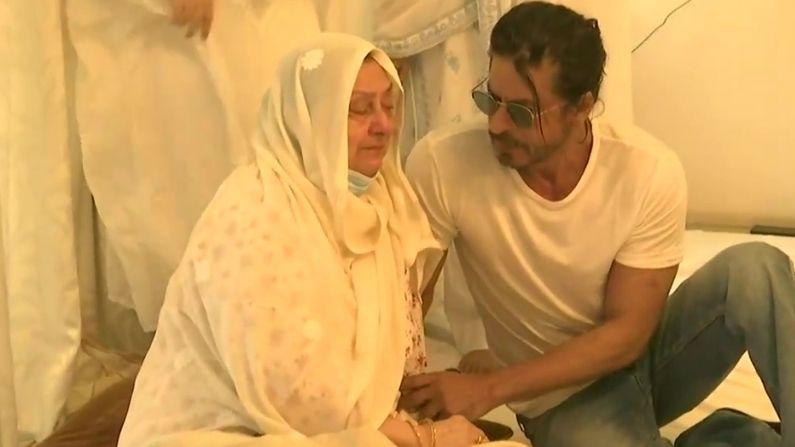 Shahrukh At Dilip Kumar House (1)