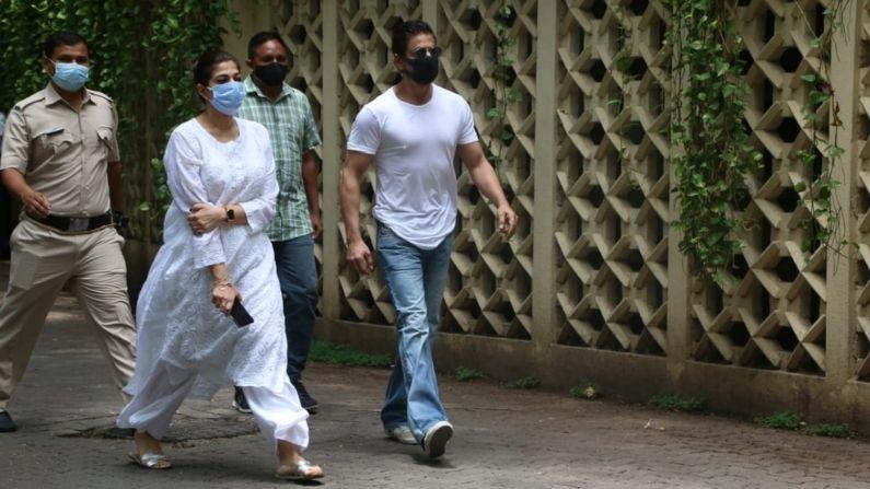 Shahrukh At Dilip Kumar House
